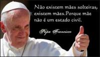 Papa entoa hino de louvor às mães